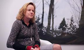 Foto einer Frau, die über ihre Erfahrungen mit den Outplacement Beratern von Rundstedt berichtet