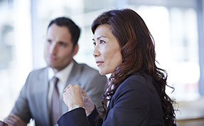 HR Manager denken über die beste Maßnahme zur PErsonalfreisetzung nach