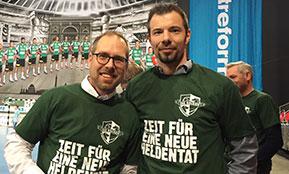 Outplacement-Berater und Handballprofi nach der Beratung